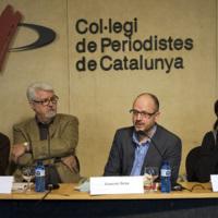 """TAULA RODONA 2: """"El periodisme esportiu d'avui"""", sobre el periodisme que es fa avui, els problemes i conflictes que presenta, i les possibles alternatives. Per ordre: Miguel Rico, Enric Bañeres, Ramon Besa (moderador) i Carme Barceló."""